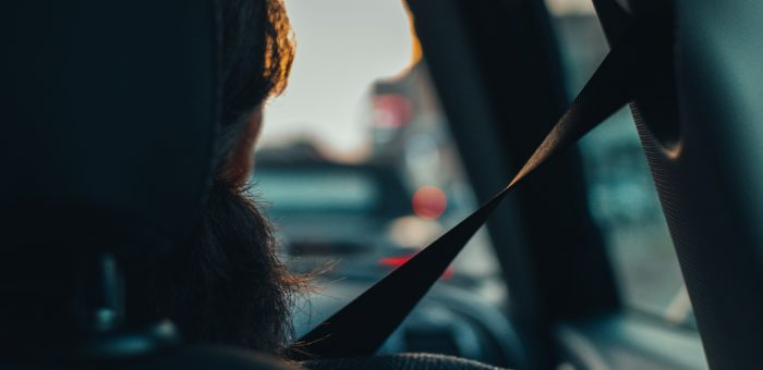 Il conducente è responsabile se il passeggero non indossa le cinture di sicurezza