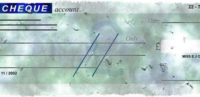Concorso di colpa del mittente per l'invio di assegno con posta ordinaria illegittimamente incassato